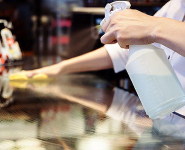 Chemical spray bottle cleaner